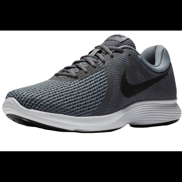 0840f4bfe97a Men s Nike Revolution 4 Running Shoes 10.5 mens. M 5b3e4b1661974589c77a3130